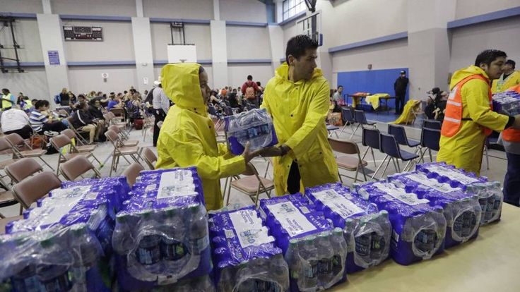 El huracán Harvey pierde intensidad y baja a categoría 1 tras tocar tierra en el sur de Texas y ocasionar graves daños en Rockport