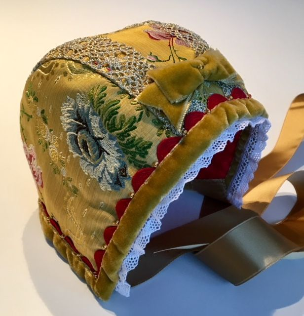 Christening bonnet, silk (for a girl)