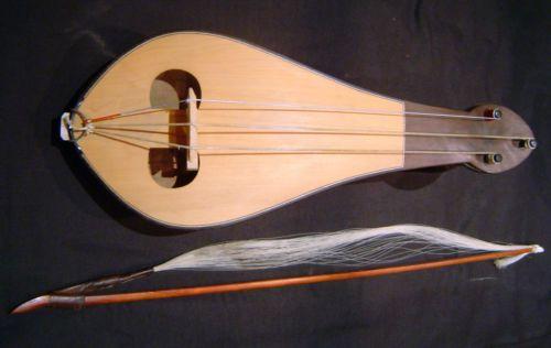 REBEC rebec à archet - instrument de musique du moyen age - musicien et musique médiévale - Les Voyageurs du Temps