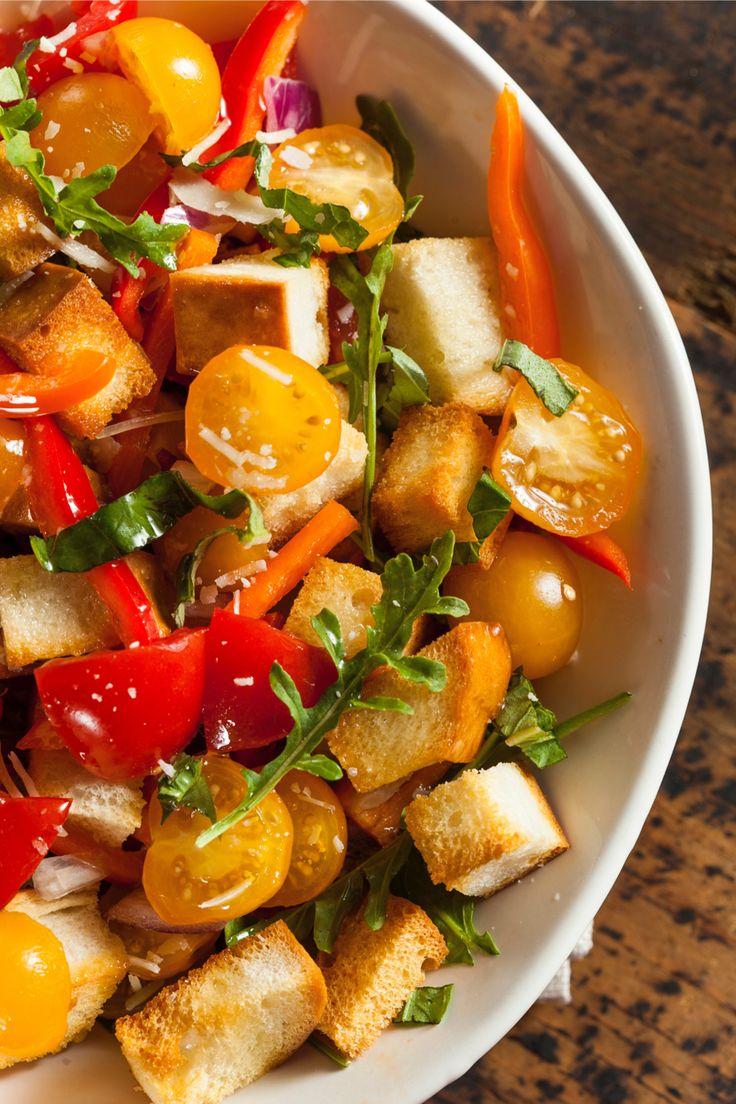 Panzanella is een van onze favoriete koude gerechten uit de Italiaanse keuken. Een perfect voorbeeld van la cucina povera, want deze goedkope salade wordt gemaakt van restjes oud brood, tomaat, basilicum en dressing. Zoals wij de broodpap hadden voor restjes brood, maakten de arme Italianen vroeger, vooral in de regio's Toscane en Umbrië, panzanella om alle kliekjes […]