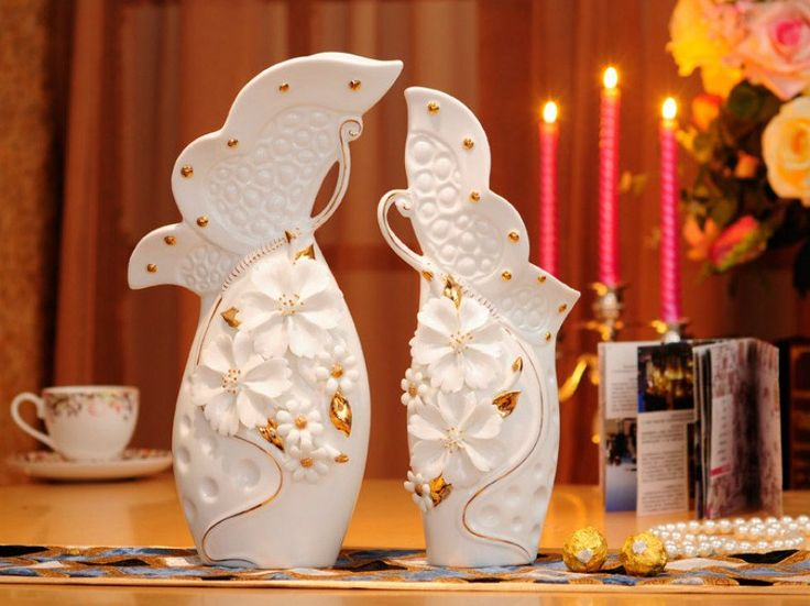Pair of White Porcelain Vases with Pinched Flowers and Gold Leaves – Samiksha's