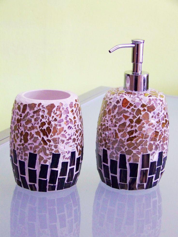 Set da bagno in tessere di vetro blu/oro e frammenti di vetro craklé oro. Bath set in glass tiles blue/gold and glass fragments crakle gold