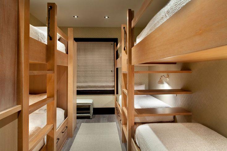 La chambre des enfants – un dortoir meublé de lits superposés
