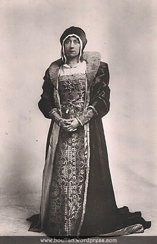 Violet VanBrugh como Catarina de Aragão, na peça Henry VIII em 1910.Appeared in the 1911 silent version with Basil Gill, Laura Cowie