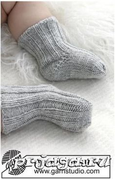 Носочки для новорожденных спицами