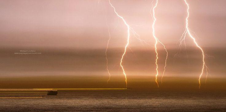 Impacts de foudre en Manche, juillet 2013. Lightning strikes in the English Channel July 2013.