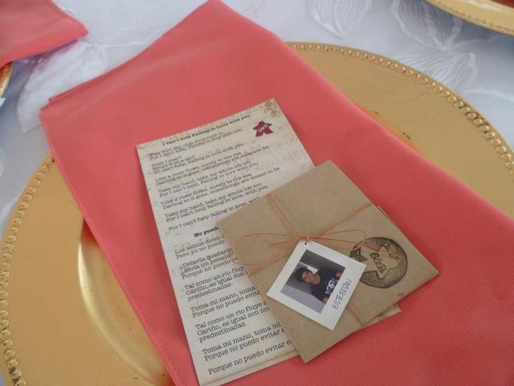 Para que cada invitado encontrara su lugar en cada mesa era muy fácil. Encontrar su foto!