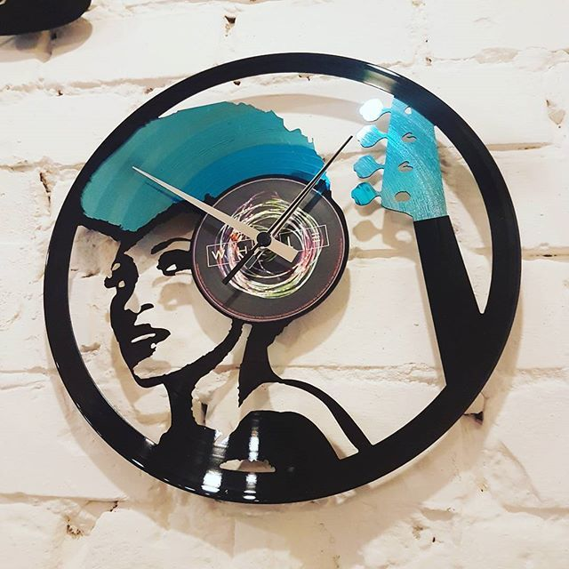 We 💙 Nik West! Custom work by Disc'O'Clock. You like it?! 😉  #VinylandWood #GetLostinWonderland #DiscoClock #NikWest #customwork #vinylclock #madeinitaly #djlife #ibiza #ibiza2016 #Budapest #HUN #Hungary
