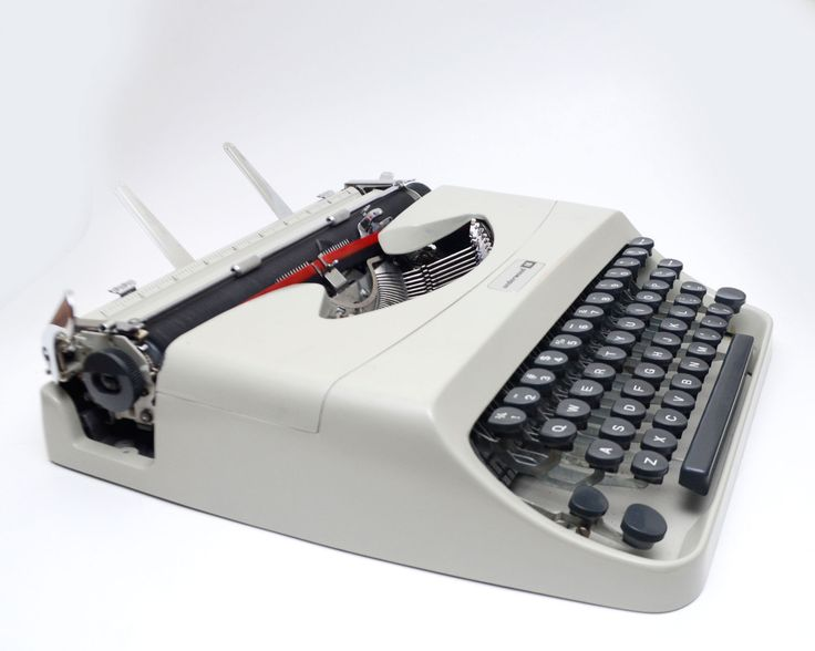 Vintage Underwood 18 Portable Manual Typewriter with Case Made in Italy by ValueBliss on Etsy