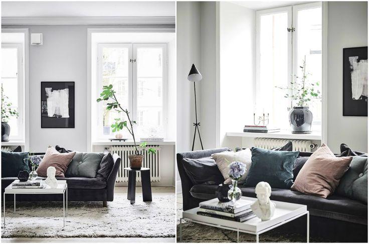 Оформление дивана бархатными подушками