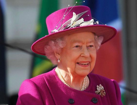 Королева тайно ебётся с поддаными фото 582-873