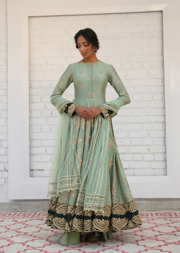 Rimple and Harpreet Narula Women's Couture 2016   Models - Aishwarya Sushmita & Aishwarya Singh