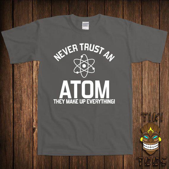 T-shirt Geek drôle jamais faire confiance à un atome Science Tshirt Tee Shirt ils composent tout Faculté de l'Université College humour blague Gag