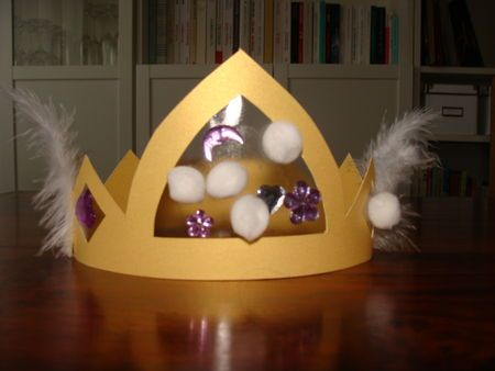 I like the idea of using the contact paper. With sequins added in the contact paper- this could be one flashy crown for purim!