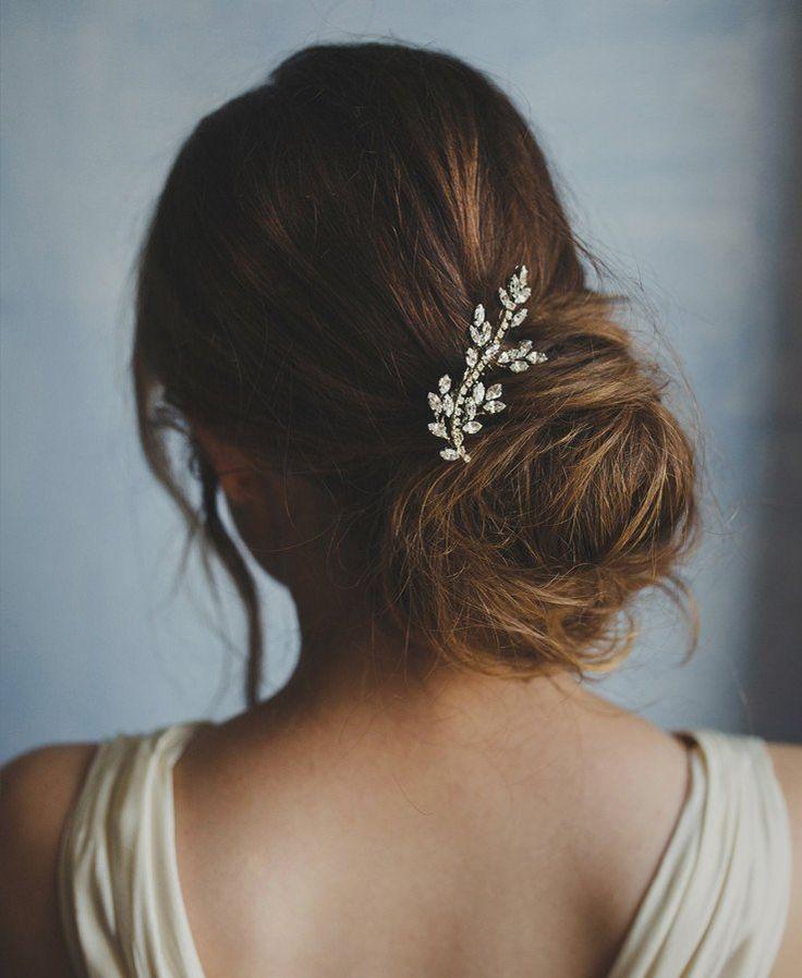 Crystal leaf hair brooch style 239    New 2017 collection of Elibre handmade  Photography: Nadia di Falco Photography www.fotografamatrimoni.it, Wedding dress: Oui cheri, Make up & hairstyle: Stefania Bon, Model: Elena Semenzato