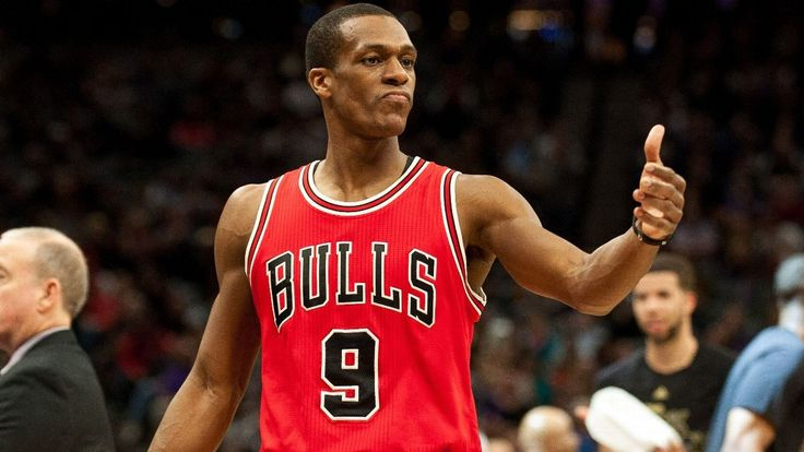 CHICAGO — Bulls point guard Rajon Rondo suffered a fractured right thumb in Game 2 against the Boston Celtics and will be out indefinitely, the team announced Friday. Bulls coach Fred Hoiberg said Rondo will be re-evaluated in seven to 10 days and is wearing a cast, but part of the...