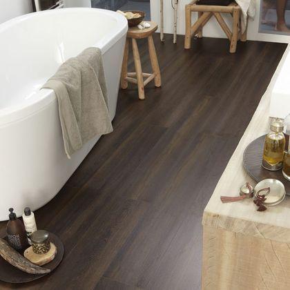 cool Idée décoration Salle de bain - Revêtement de salle de bains façon bois exotique...