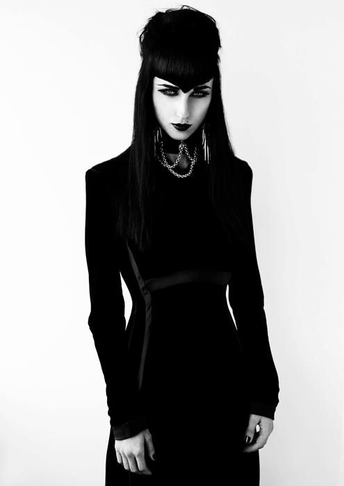 What Goth should be! This girl has it all!