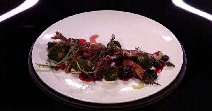 Aujourd'hui dans l'émission Dans la peau d'un chef, le lillois Florent Ladeyn réalise une étonnante recette de pigeonneau aux baies rouges avec des pommes de terre à la cendre d'herbe.