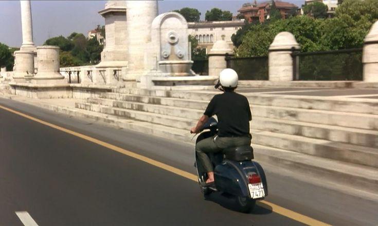 """Nanni Moretti attraversa Ponte Flaminio (quartieri Parioli e Tor di Quinto e zona di Vigna Clara). Scena da """"Caro diario"""" (1993) --- #cinema #Roma"""