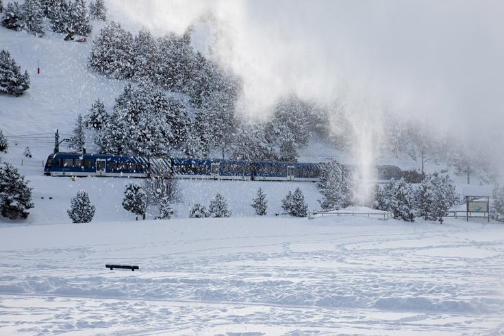 Cremallera arribant a Núria. Rack railway in Nuria valley