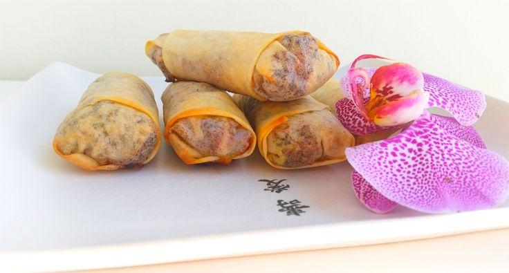 Här kommer ett recept på otroligt goda vårrullar. SÅ GODA! Fyll dem med köttfärs eller qournfärs, de blir lika goda. Gör en stor sats och frys in de som inte äts upp. Praktiskt att ha frysen laddad med dem.