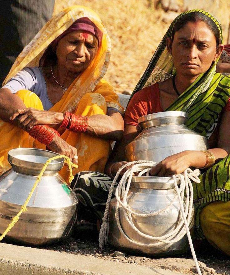 Use of dam water for Shah Rukh Khan's 'Chennai Express' irks Maharashtra's drought-hit villagers.