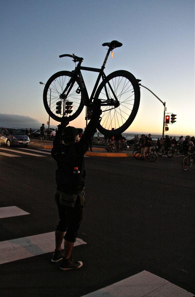 Bike lift at the beach. San Francisco Critical Mass Aug 30 2013. © Miikka Järvinen
