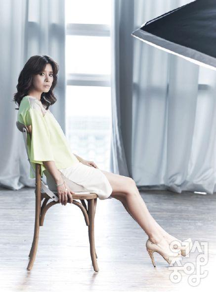 배우 유선씨가 잡지 여성중앙 8월호에 CRES. E DIM.의 세컨라인인 DIM. E CRES. 상의를 입고 인터뷰 및 촬영을 진행해주셨네요!!! (상의 : DIM. E CRES. 매쉬콤비티 옐로우 색상)   유선 Yusun, korean actress wearing DIM. E CRES. neon top in the korean magazine YEOSUNG JOOGANG  http://woman.joins.com/article/article.asp?aid=13918=01010100