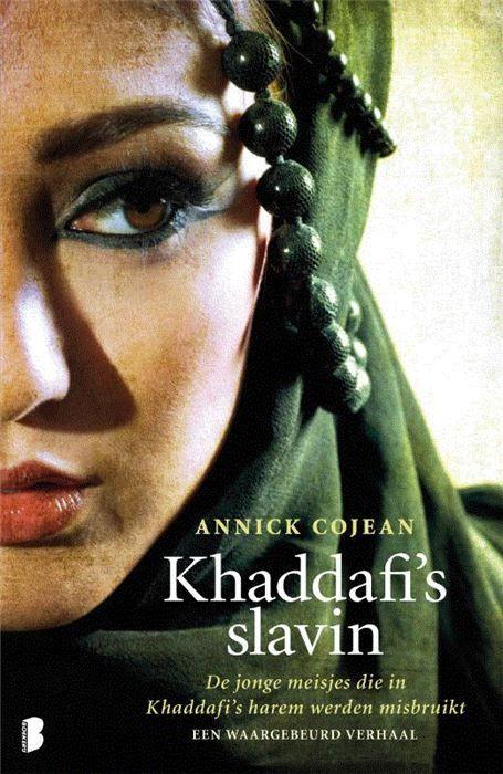 Khaddafi's slavin  Zonder twijfel Khaddafi s best bewaarde geheim. En het schokkendste. Soraya is veertien als Khaddafi haar middelbare school met een bezoek vereert. s Avonds vertelt ze haar moeder hoe het is gegaan en ze is mateloos trots op het feit dat Khaddafi haar haren heeft gestreeld. Wat zij en haar familie op dat moment nog niet weten is dat dat ene teder overkomende gebaar haar lot heeft bezegeld. De volgende dag wordt Soraya onder valse voorwendselen meegenomen om plaats te nemen…