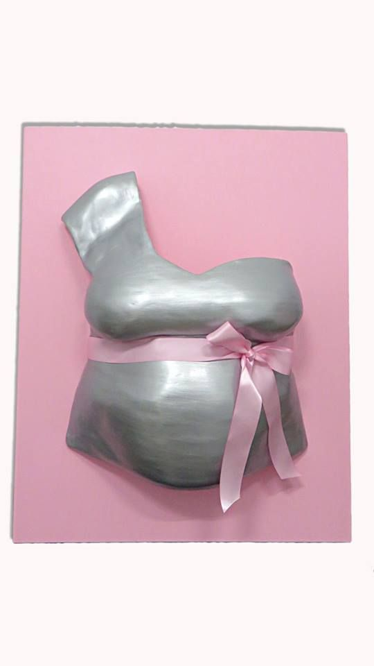 Belly Cast with shoulder detail and silver paint and a satin bow in pink, placed on a canvas painted also in pink. Ref. BARRG28