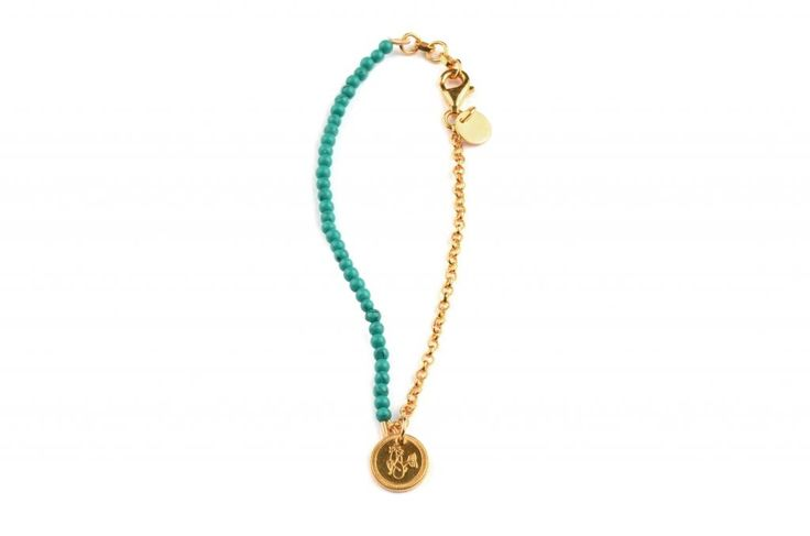 Thin bracelet in sterling silver plated with 18K gold with turquoise beads. Small pendant with zodiac sign capricorn (22/12 - 20/1). Length 18,5 - 20cm