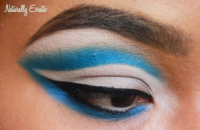 How to create a cut crease eye makeup look. Winged Out Cut Crease - Step 4