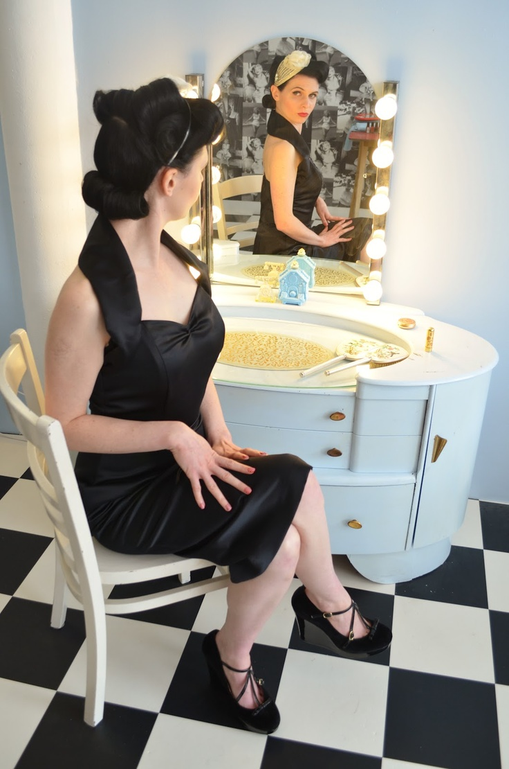A Day in the Life of an Alter-Ego: Fun at 'The Vintage Salon'