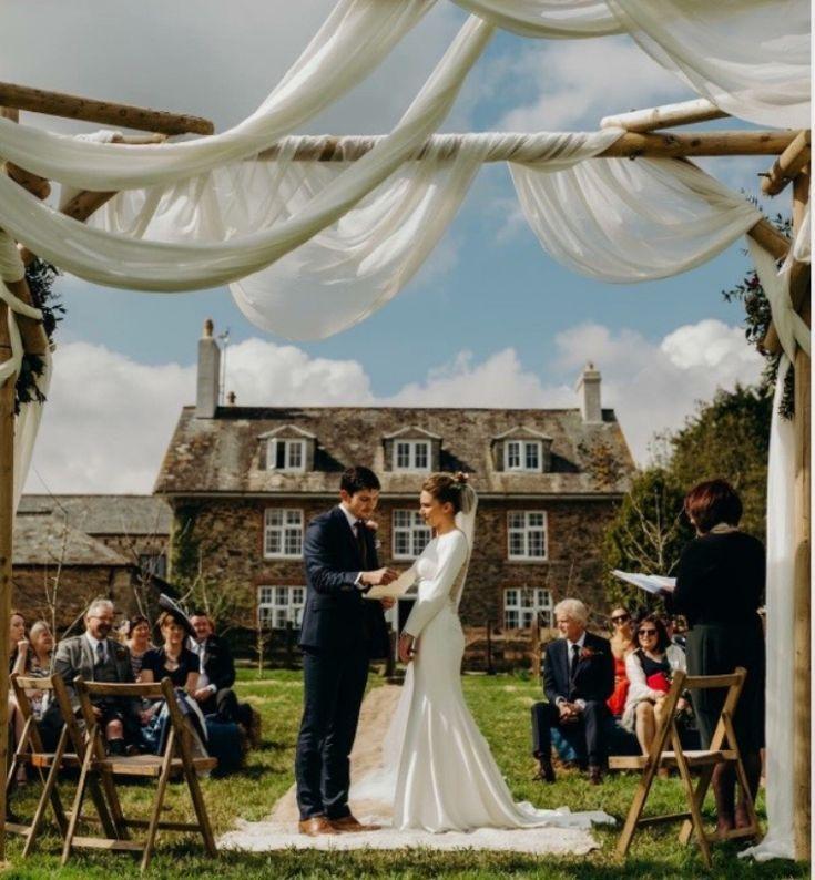 Hochzeitsfeier Devon Hochzeitszeremonie Im Freien Outdoor Wedding Ceremony Wedding Ceremony Outdoor Wedding