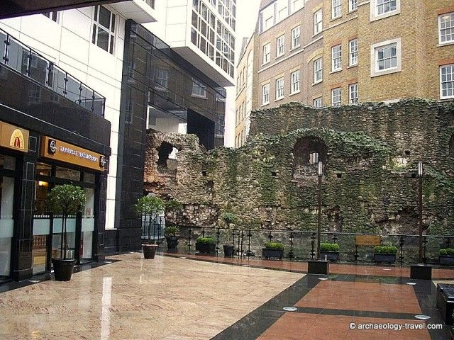 Roman Wall in London - A 2.8 kilometre or 1.75 mile walk follows what remains of the wall built by the Romans and maintained and rebuilt during Medieval times, that starts at the Tower of London and leads you to the Museum of London.