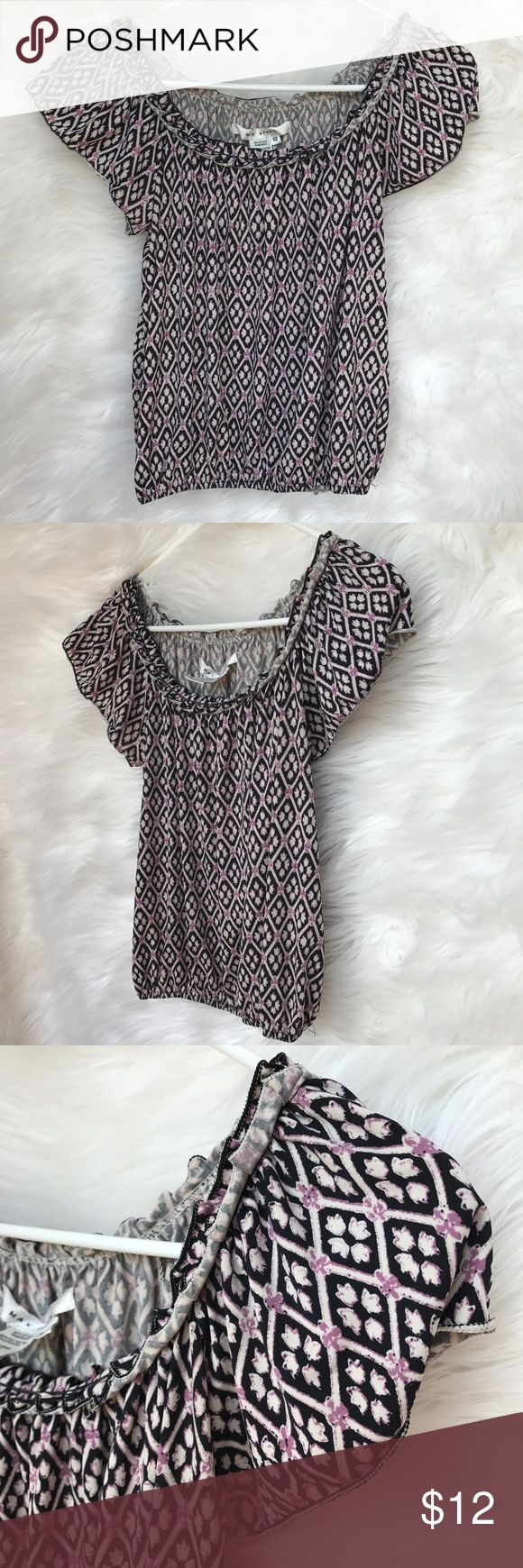 Max Studio Patterned Top Max Studio Purple/ Black Patterned Top. Top is a size extra small. The sleeves are ruffled. The top has only been worn a few times and is in excellent condition! Very cute top that is perfect for a casual or dressy summer outfit! Open to offers! 🖤 Max Studio Tops Tees - Short Sleeve