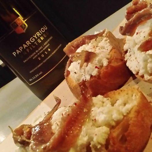 Bruscetta κατσικίσιο τυρί,αντζουγιες Καλλονής!!  #papargyriou #cinque #winebarpsirri #winebar #psiri #athens #wines #winetasting #wine #winetime #timeforwine #winelover #lovewine #greekwine #greekgrapes #winegeeks #drinkgreekwine #instawine #winestagram #friends #instafood #drinks #foodporn #food #yamas #yummy #lovefood #supportgreekwine #travel