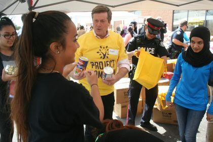 Toronto Mayor Volunteers in Project Ramadan