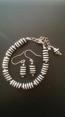 Black and White Sequine Bracelet and Earring set. £6.00