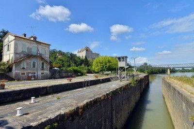 Écluse sur le Canal de Garonne  - Castets en Dorthe
