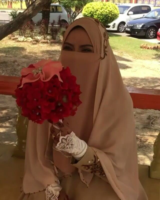 "56 Likes, 3 Comments - Niqab is beauty (@beautiful_niqabis) on Instagram: ""#hijab #burqa #hijaab #arab #modesty #Abaya #Niqab #Jilbab #purda #nikah #muslimah #wife #niqabi…"""