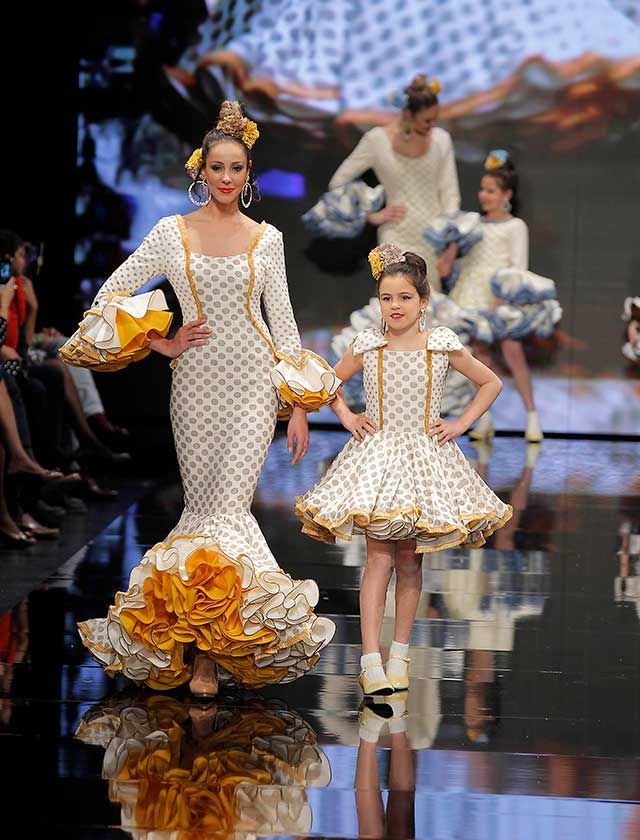 más cerca de tienda oficial boutique de salida SIMOF 2018: el desfile de Sara de Benítez, en fotos | Vestido ...