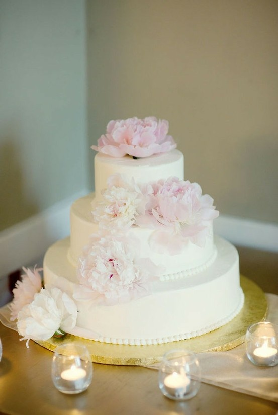 Simple buttercream wedding cake ideas and designs for Simple wedding cake flowers