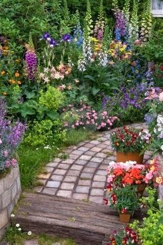 Queridos amigos,   Os cottage ingleses são para mim a verdadeira essencia de um jardim campestre, em que as formas, s, cores e texturas s...