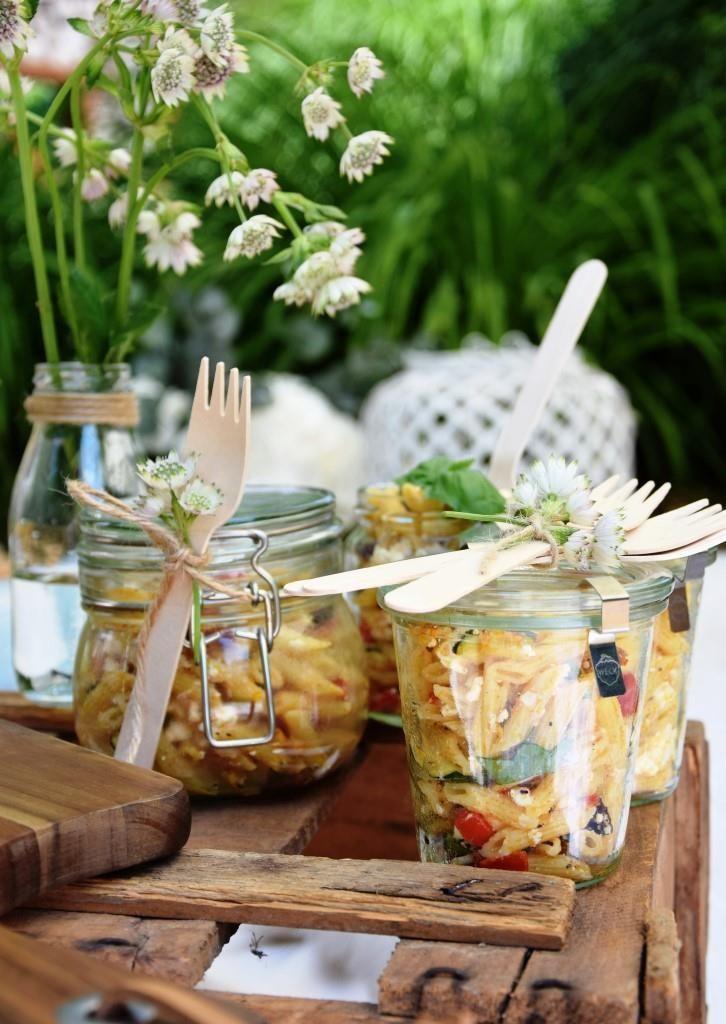 Ich packe meinen Picknickkorb ein und bringe: Sommernudelsalat ins Glas   – My Food / Unterfr…