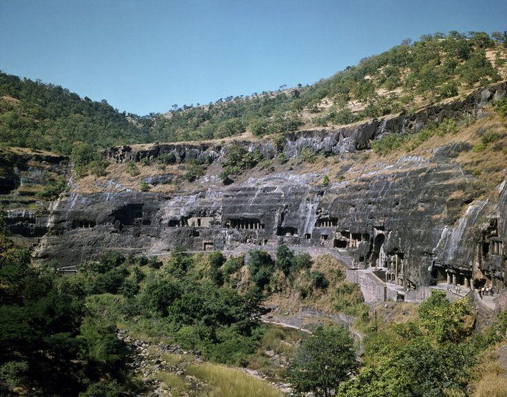 Indie -  Adżanta, groty skalne świątynie i malowidła buddyjskie jaskinie