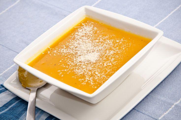 Receta de crema de calabaza fácil y muy deliciosa que puedes hacer en casa en poco tiempo. No hace falta que seas experto cocinero para prepararla.