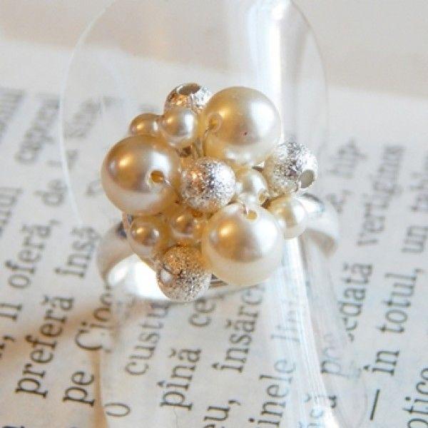 Inel placat cu argint si perle swarovski.
