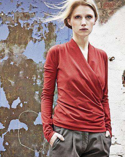 """HempAge Damen Shirt """"Scarlett"""" mit Wickeloptik aus Hanf / Bio-Baumwolle / Elasthananteil"""